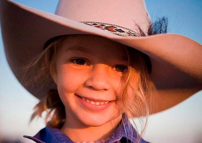 Родители доведенной до суицида девочки пригласили интернет-троллей на похороны