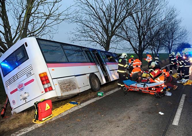 Под Прагой разбился автобус: трое погибших, десятки раненых