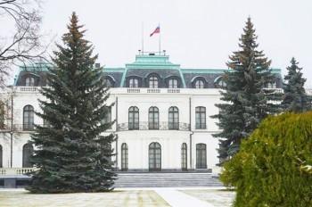 Чехия хочет потребовать от РФ значительно сократить посольство в Праге