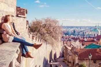 Прага признана самым дешевым городом для празднования Дня всех влюбленных