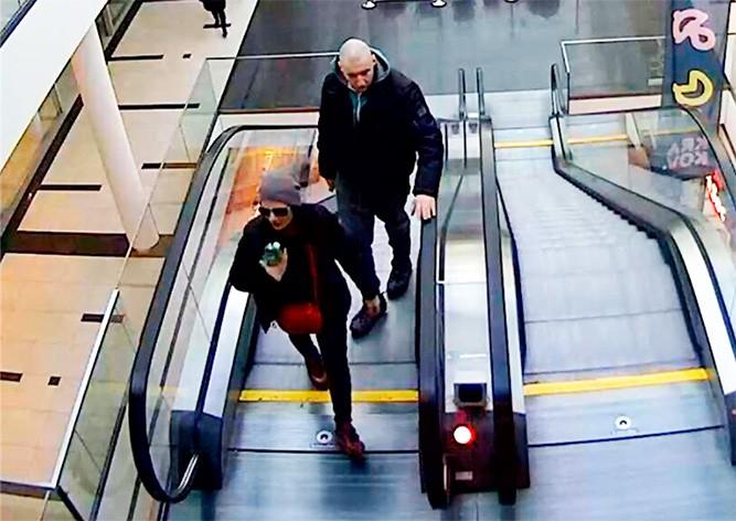 В Праге неизвестные украли раритетную коляску: видео