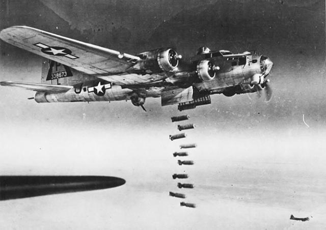 Ровно 75 лет назад американцы обрушили бомбы на Прагу: фото