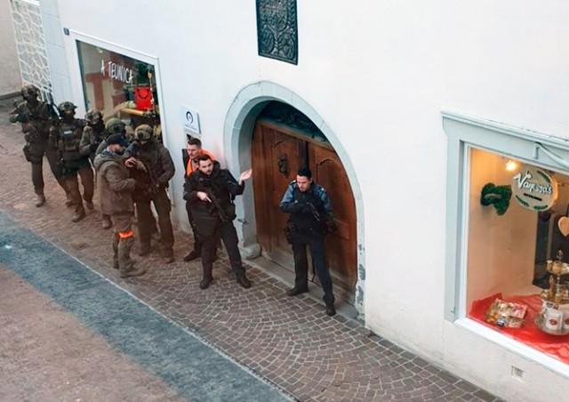Чех в Швейцарии ограбил банк и отправился в бар пить пиво