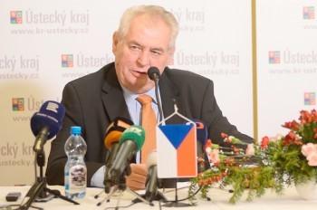 Милош Земан будет баллотироваться на второй президентский срок
