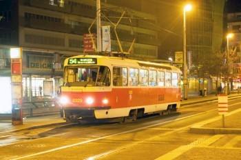 В апреле в Праге изменится нумерация ночных автобусов и трамваев