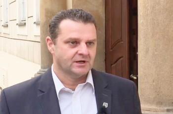Демократия в действии: чешский коммунист Ондрачек покинул свой пост