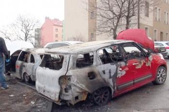 В Праге пожар повредил 7 припаркованных автомобилей