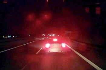 В Чехии водитель легковушки неудачно «проучил» фуру: видео