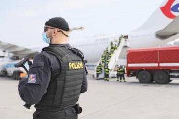 Глава кризисного штаба Чехии: границы могут быть закрыты еще 2 года