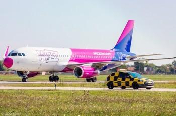 Самолет Wizz Air прервал взлет из-за вора