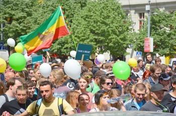 Марш за легализацию марихуаны в Праге собрал более 7 тыс. участников