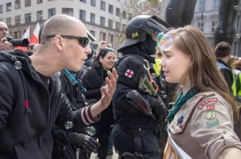 Выступившей против чешских неонацистов девушке угрожают линчеванием