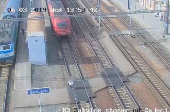 В Чехии поезд сбил женщину. Очевидцы проходили мимо: видео