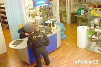В Праге липовый полицейский обокрал сервисный центр: видео