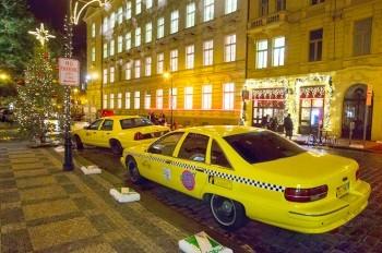 Клипмейкеры превратили летнюю Прагу в рождественский Нью-Йорк