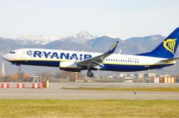 Пассажир Ryanair снял на видео пугающую посадку самолета