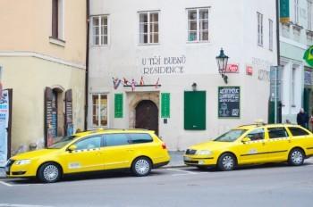 В Праге таксист потребовал от туристки 12,5 тыс. крон за 14 километров пути