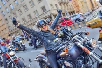На празднование юбилея Harley-Davidson в Прагу приехали 110 тыс. человек