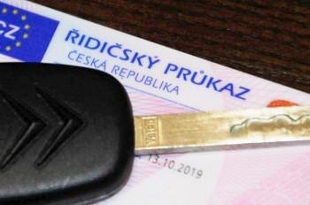 Для неопытных водителей в Чехии введут испытательный срок