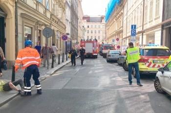 На стройке в центре Праги обрушилась часть здания: есть пострадавшие