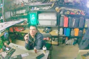Недалекие воры забыли выключить украденную веб-камеру: видео
