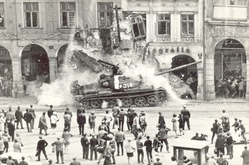 Ровно 49 лет назад войска Варшавского договора вторглись в Чехословакию