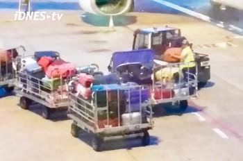 Не церемонятся: как обращаются с багажом в аэропорту Праги