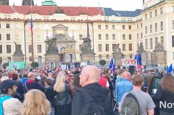 В центре Праги прошла демонстрация против президента Чехии