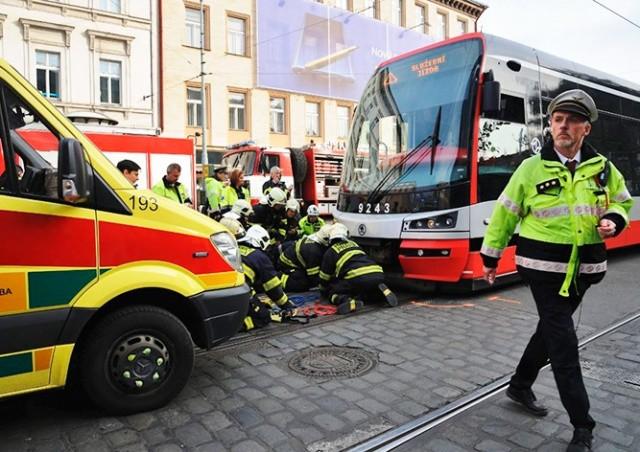 В центре Праги трамвай сбил человека