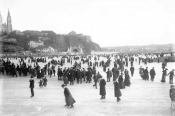 Старые фото: когда в Праге замерзала Влтава