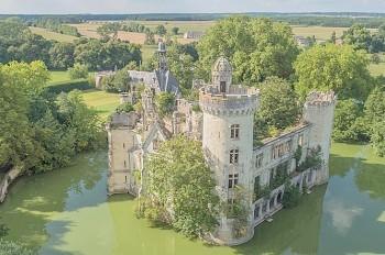 Владельцами замка во Франции одновременно стали 6,5 тыс. человек