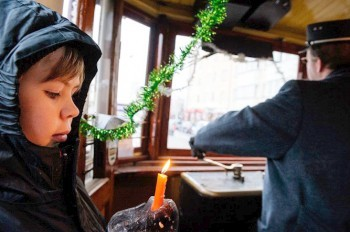Вифлеемский огонь по Праге будет развозить исторический трамвай