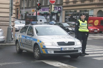В Чехии неизвестный расстрелял встречное авто: водитель погибла