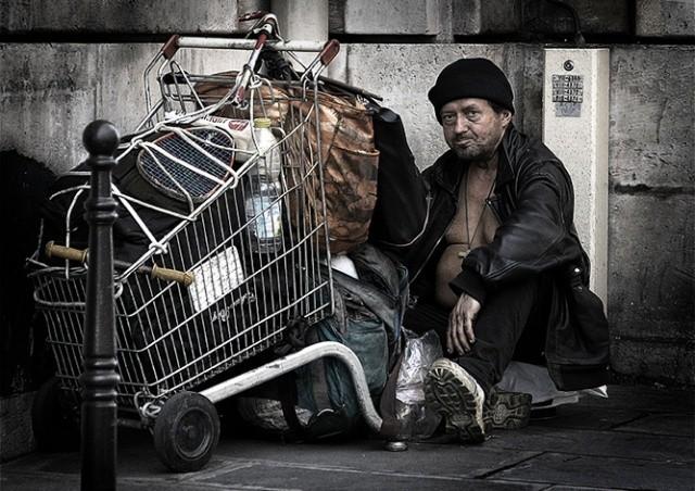 Чешский город призвал жителей не давать деньги бездомным