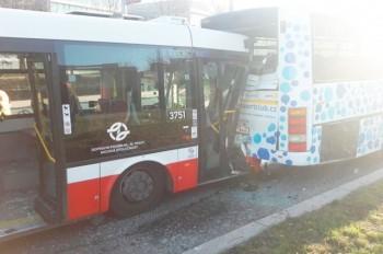 В Праге столкнулись два автобуса: 18 пострадавших