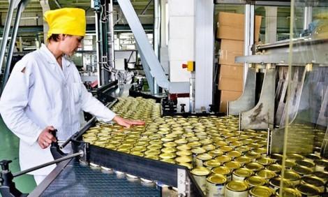 Персонал на завод по виготовленню паштетів