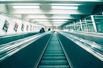Шесть станций пражского метро разом остались без эскалаторов