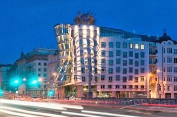 Танцующий дом в Праге позеленеет в честь Дня святого Патрика