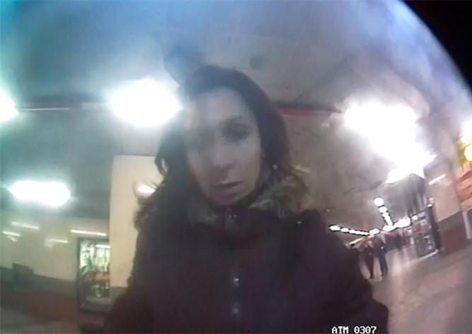 В Праге неизвестная украла забытые деньги из банкомата