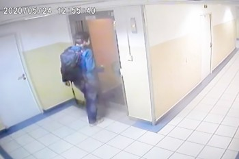 В Праге разыскивают неизвестного, домогавшегося 11-летней девочки в лифте